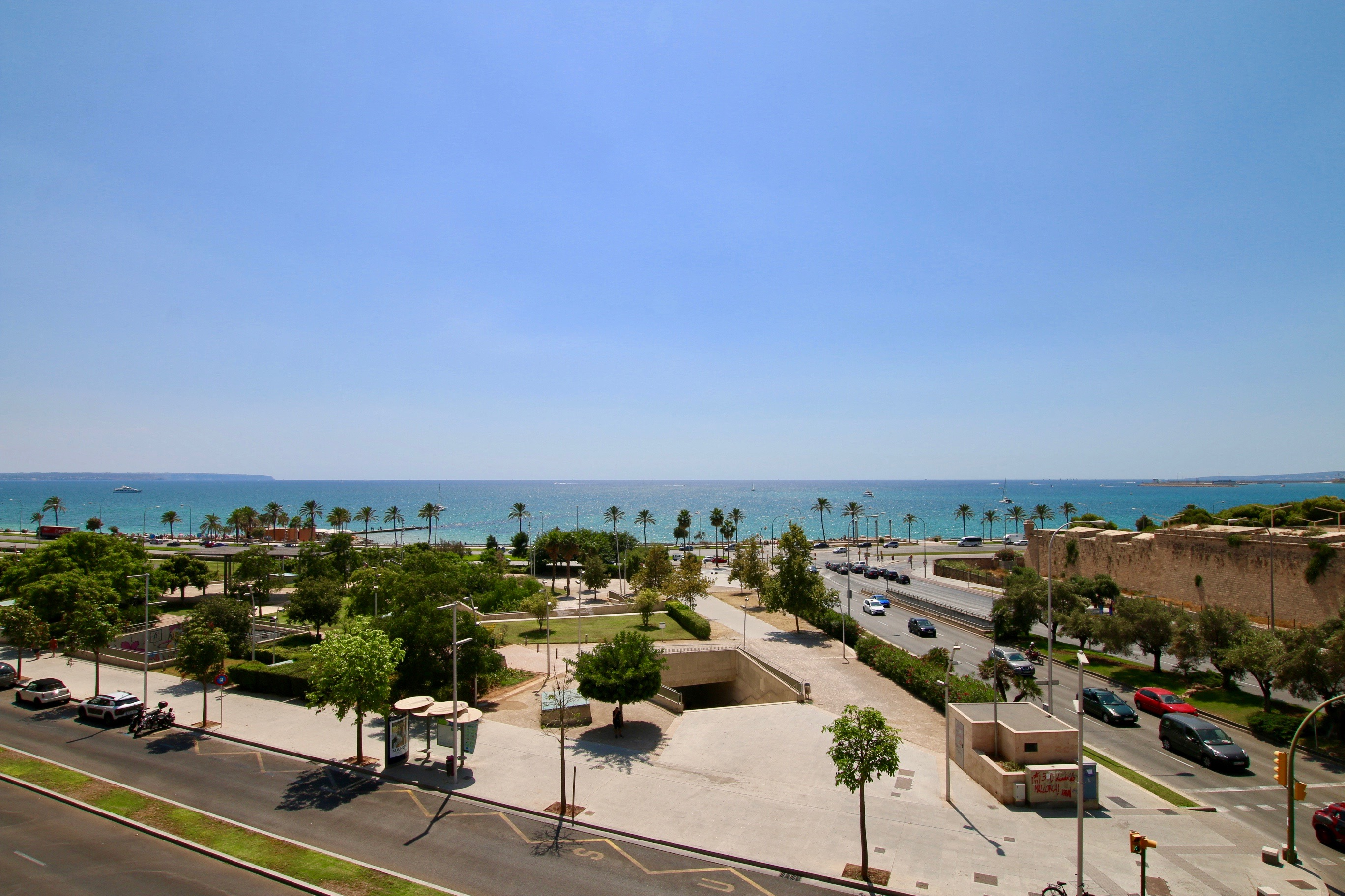 Investment opportunity, front line 5 bedroom apartment with unbeatable sea views in Palma @ Mallorca