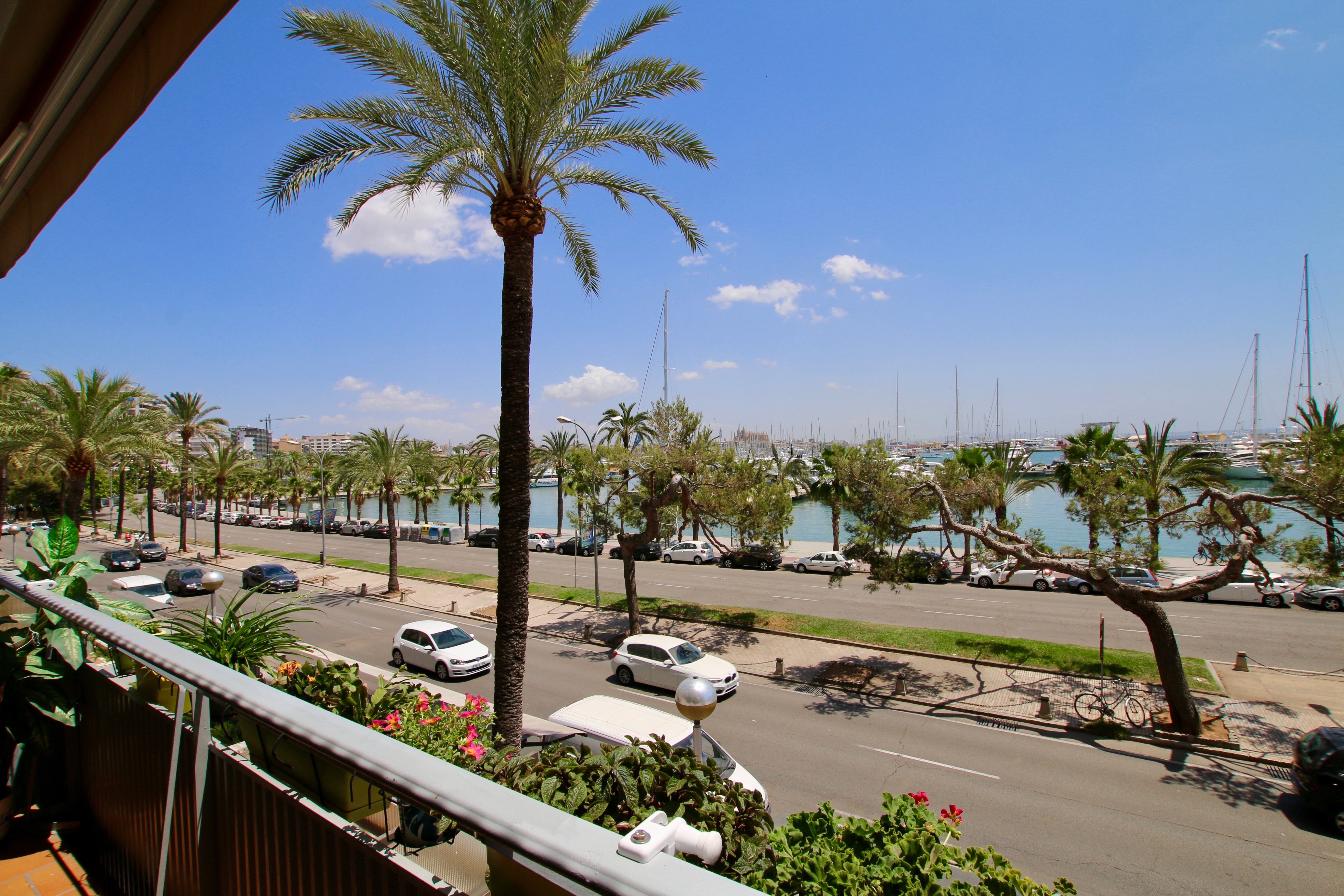 Beautiful and renovated 2 bedroom apartment sea view @ Palma de Mallorca