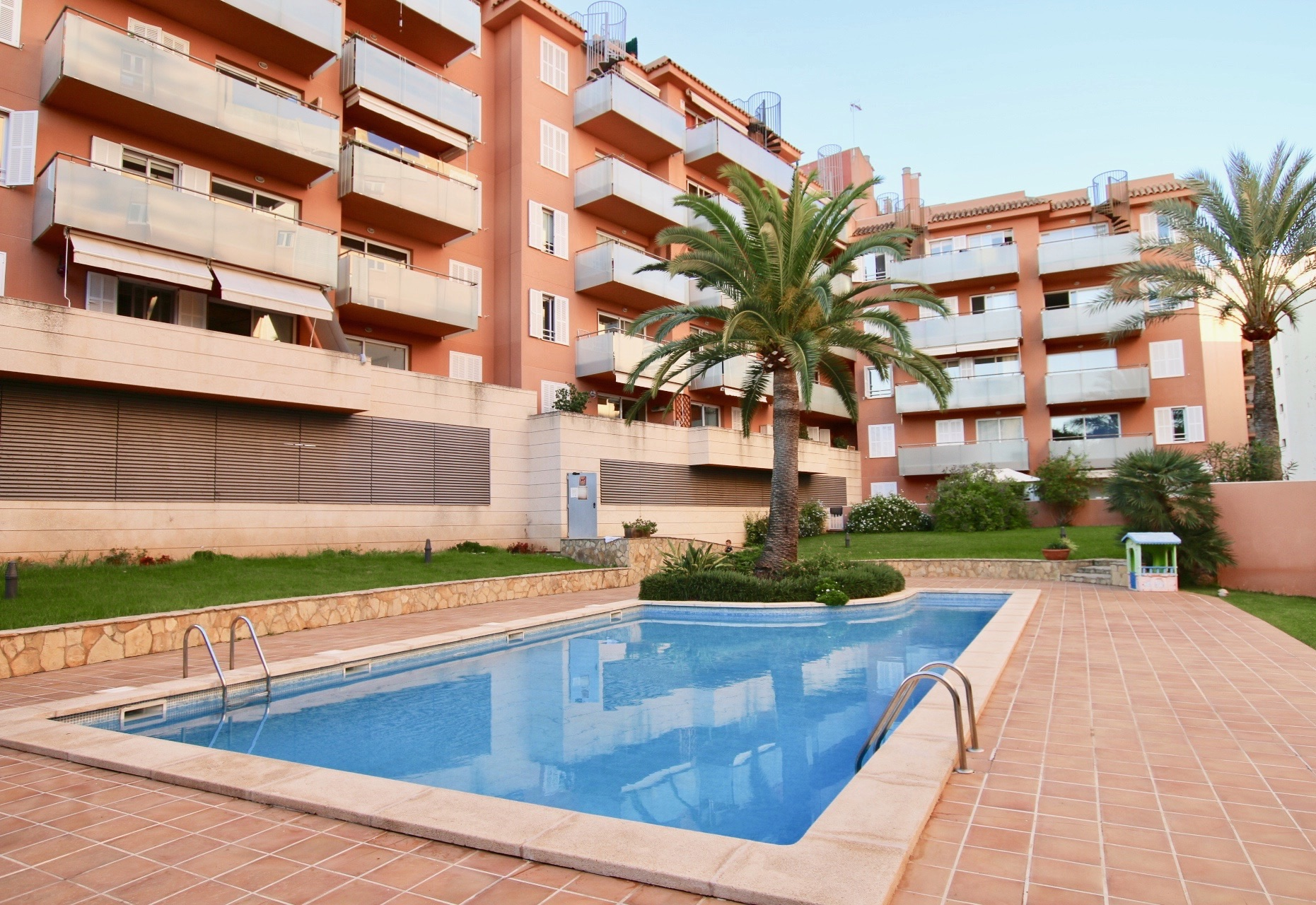 3 beds / 2 baths ground floor with swimming pool close to the Paseo Maritimo of Palma @ Mallorca