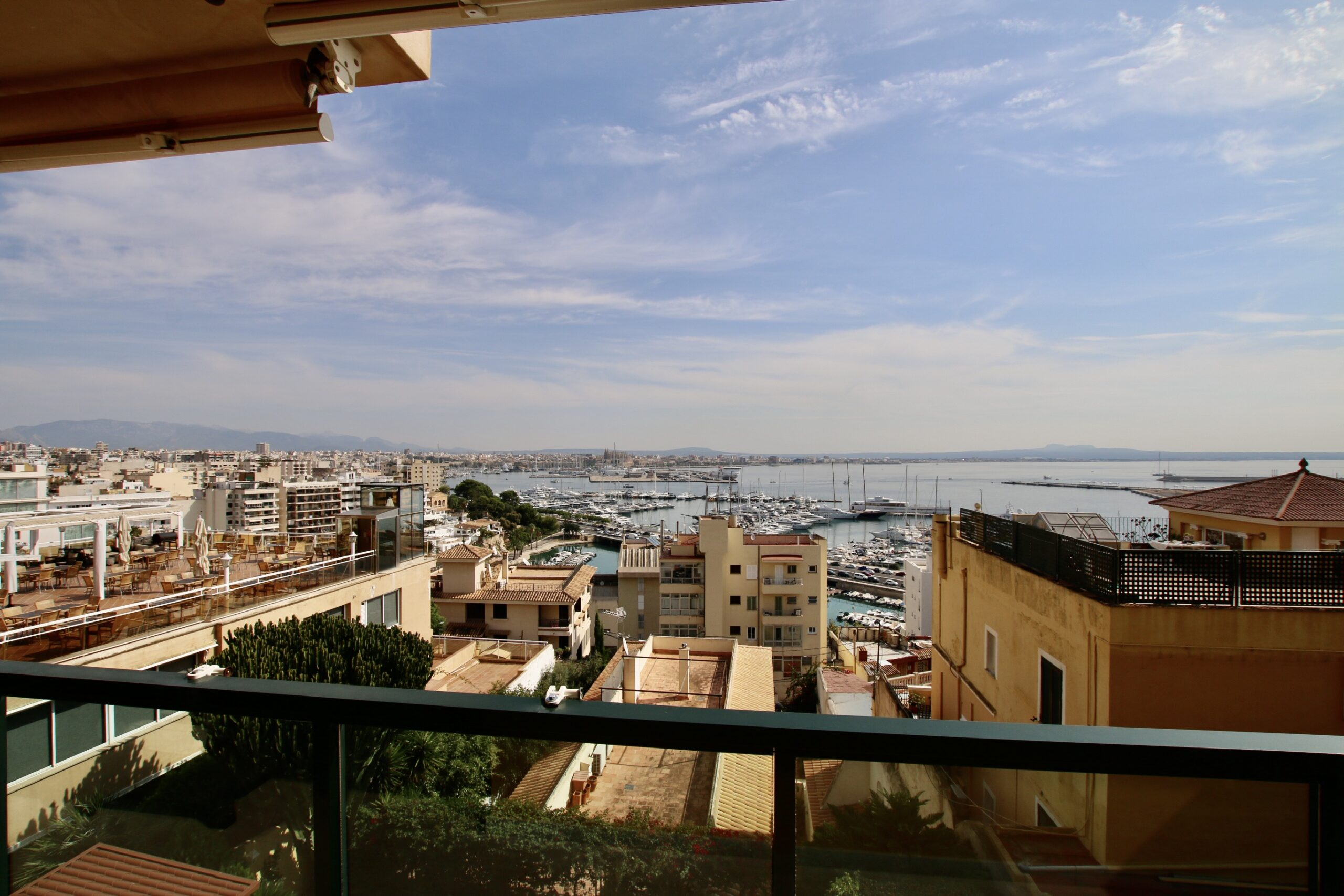Elegant 4 bedrooms apartment with amazing views in La Bonanova @ Palma de Mallorca