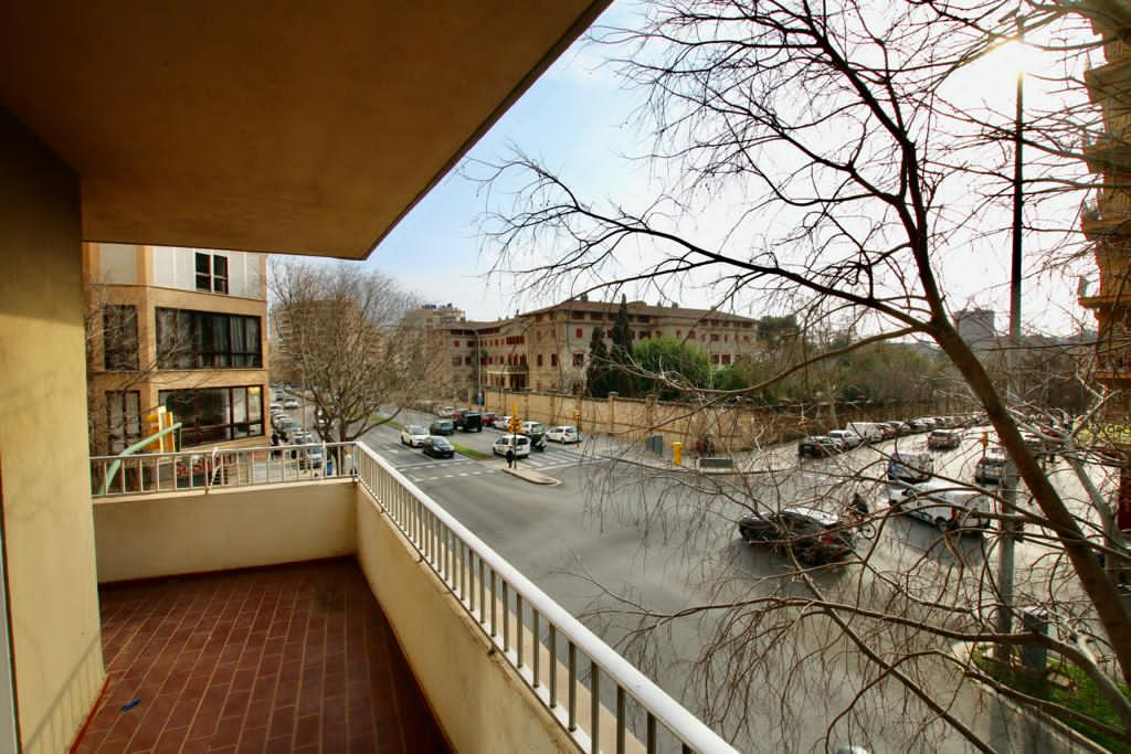 Great opportunity of 5 bedrooms and 2 full bathrooms in Calle General Riera @Palma