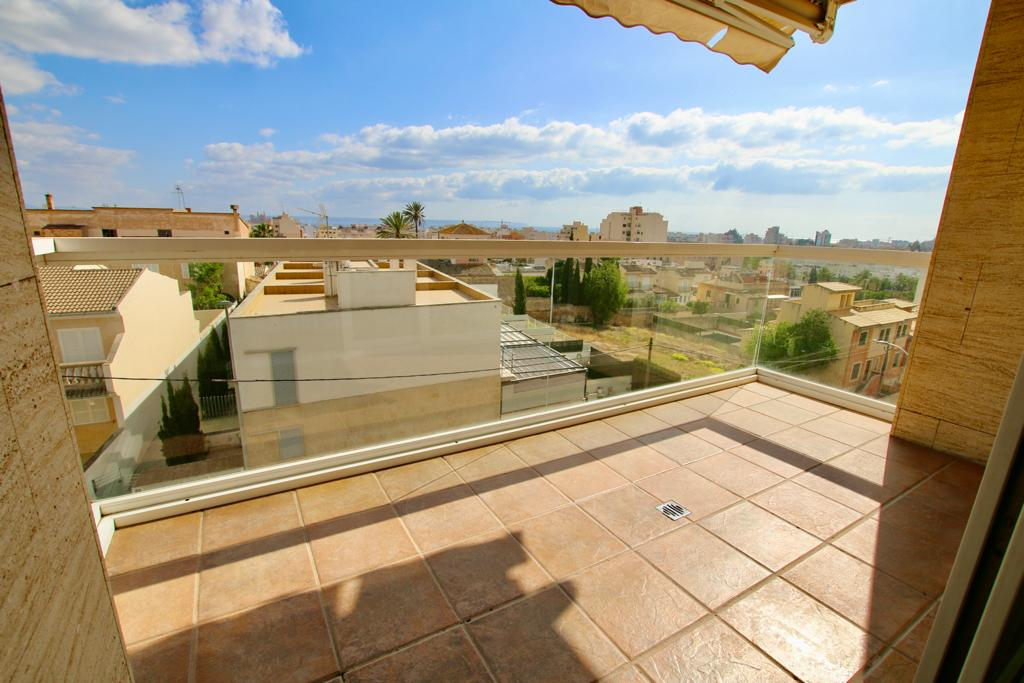 Beautiful 4 bedrooms and 2  bathrooms apartment on Son Espanyolet area @Palma